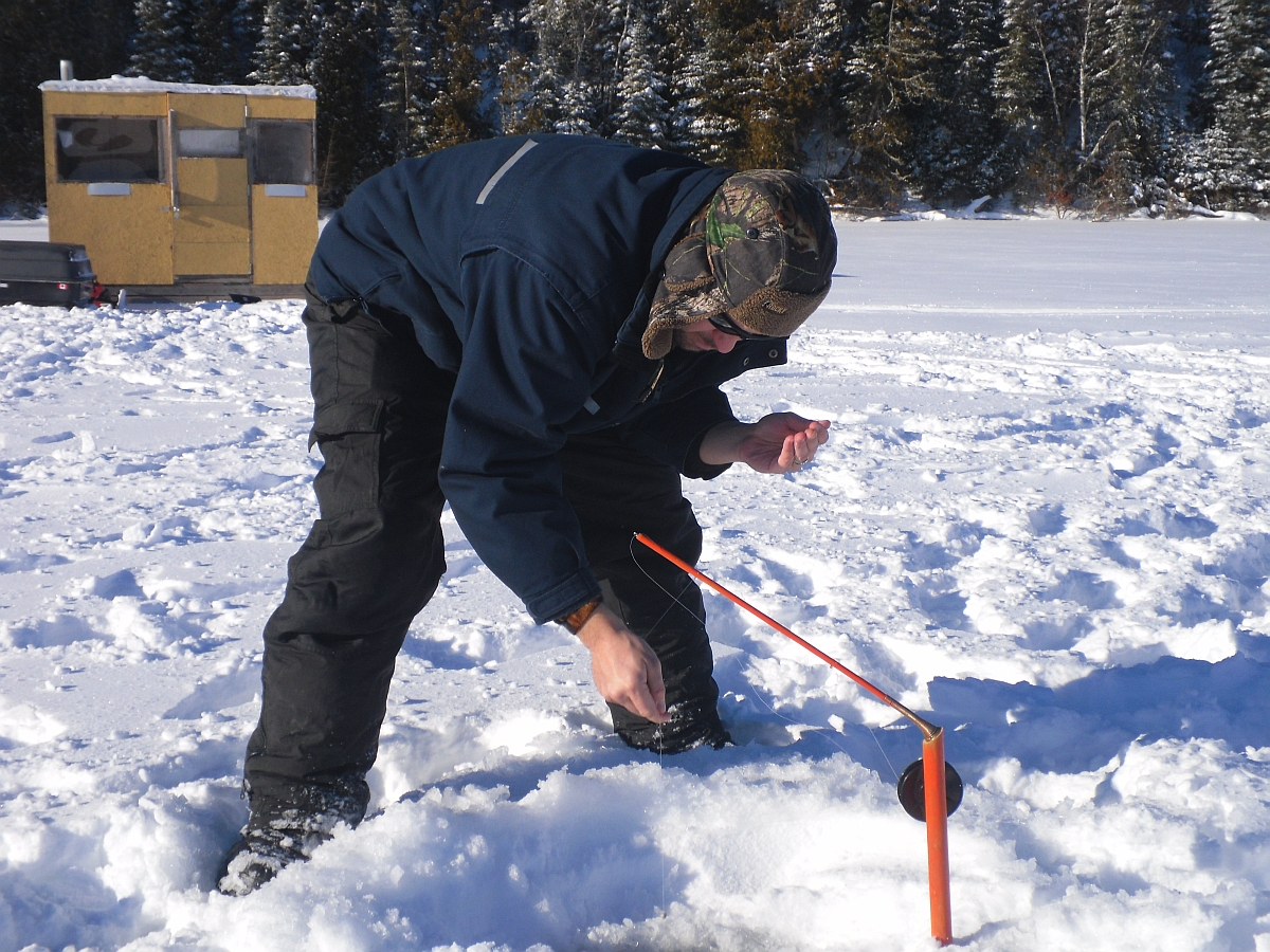 Ice fishing in northwest ontario a canadian tradition for Ice fishing canada